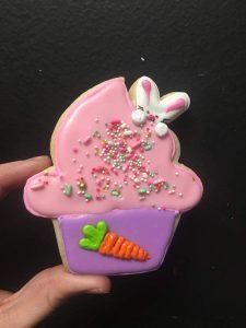 Peeking bunny cupcake cookie
