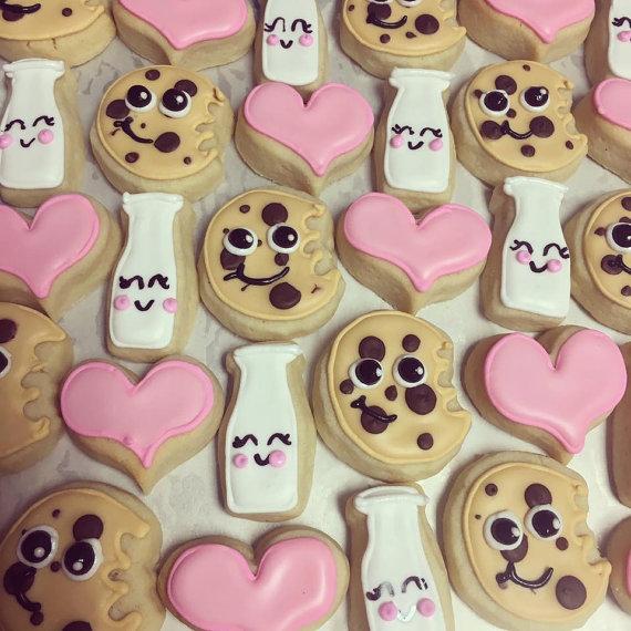We go together like milk and cookies! Mini cookie set