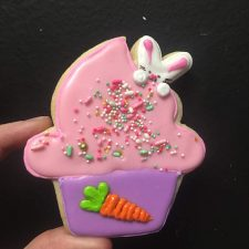 Peeking bunny cupcake cookie
