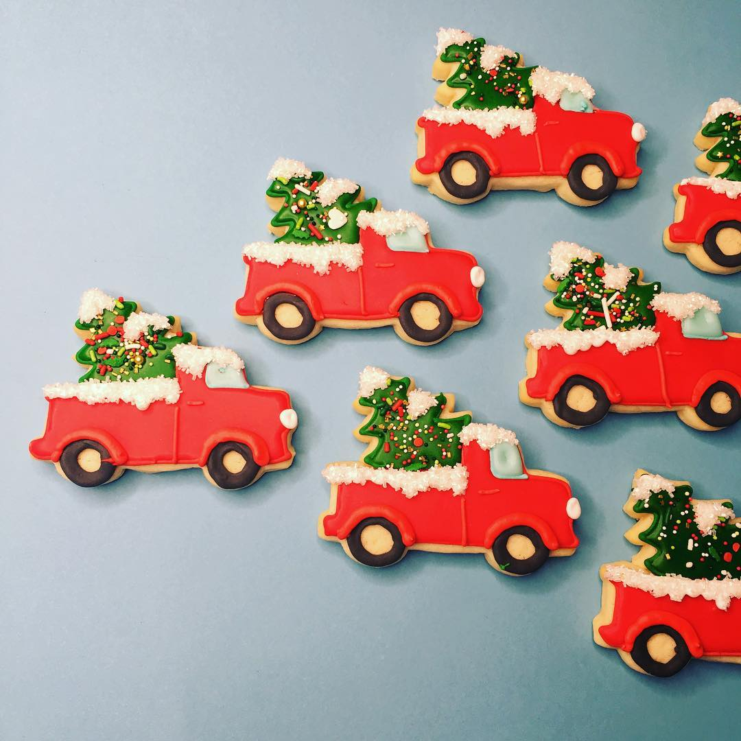 Red Christmas Truck.Snow Covered Christmas Truck Cookies